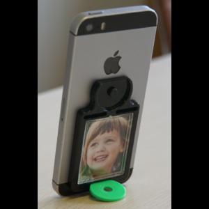 Mobile Frame am Smartphone (hochkant) auf dem Tisch